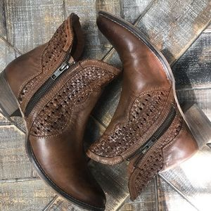 Anthropologie Seychelles leather ankle boots. Sz 8
